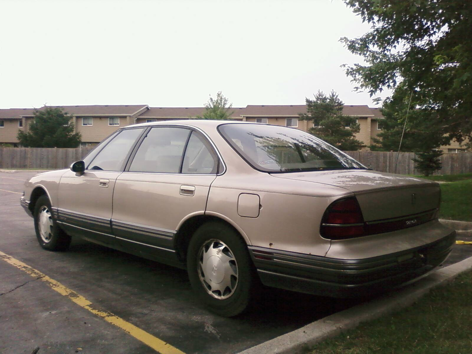 File:1992-93 Oldsmobile 88.jpg - Wikimedia Commons