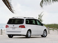Volkswagen Routan Overview