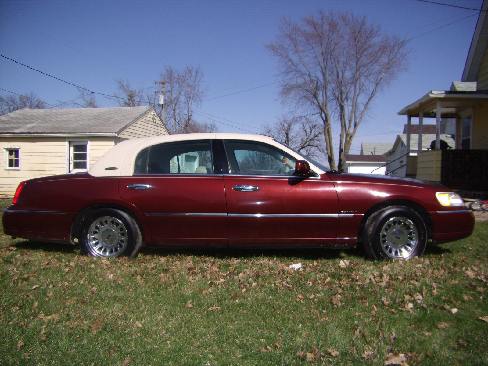 2002 Lincoln Town Car - Pictures