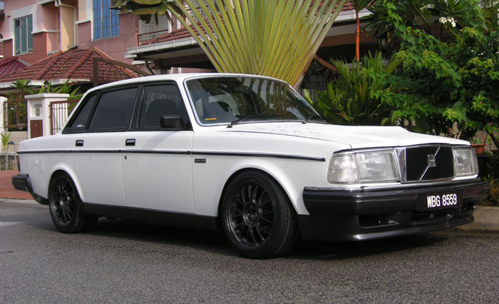 Volvo 240 242 or 244