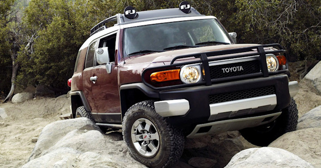 2010 Toyota FJ Cruiser, Front Right Quarter View, exterior, manufacturer