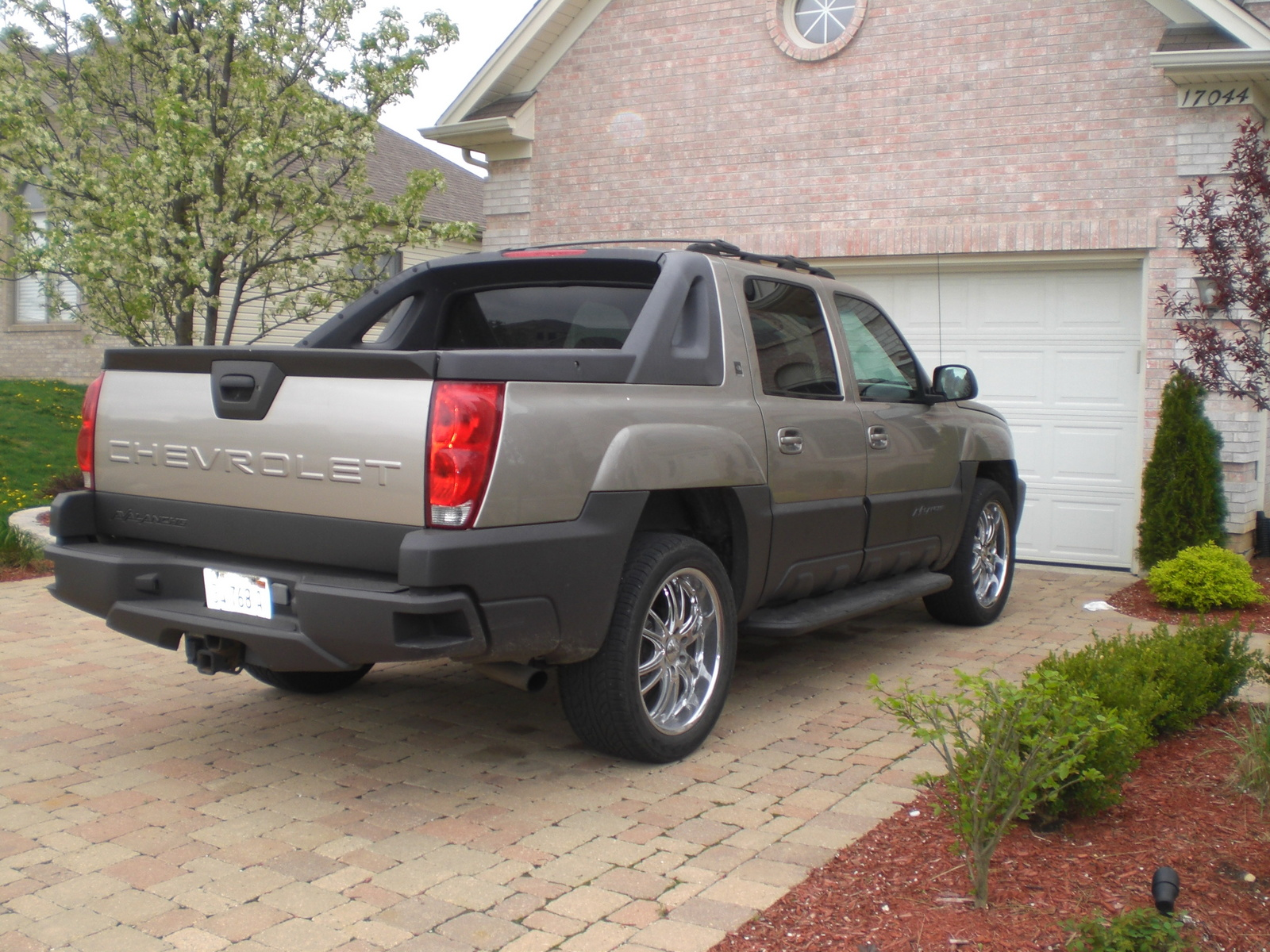 upcoming 2012 cars chevrolet avalanche 1500 with prices and specification. Black Bedroom Furniture Sets. Home Design Ideas