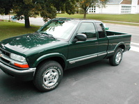 2003 Chevrolet S-10 3 Dr LS 4WD Extended Cab SB picture, exterior