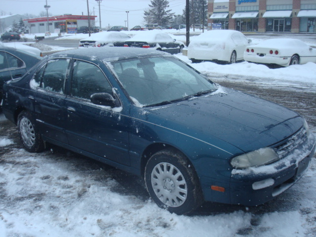 1995 Nissan Altima GLE, Picture of 1995 Nissan Altima 4 Dr GLE Sedan, exterior