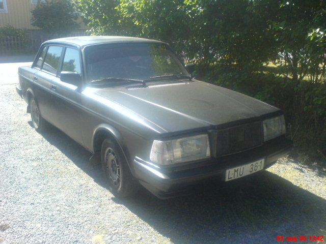 Picture of 1983 Volvo 240