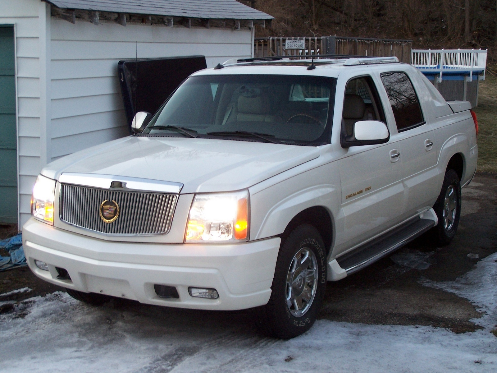2003 cadillac escalade ext overview cargurus. Black Bedroom Furniture Sets. Home Design Ideas