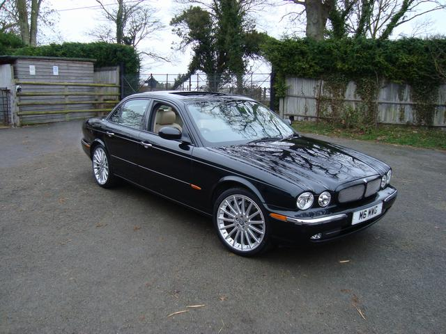 2004 Jaguar XJR 4 Dr Supercharged Sedan picture