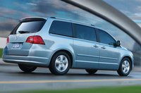 2010 Volkswagen Routan, side view , manufacturer, exterior