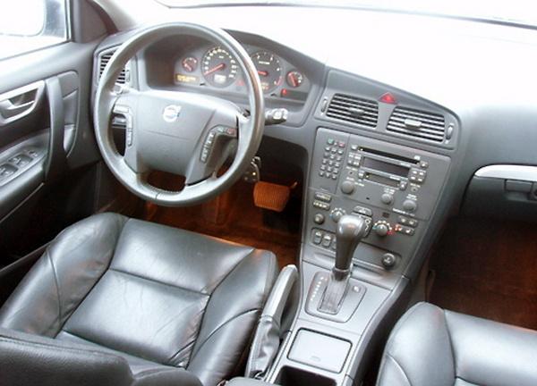 2002 Volvo V70 - Interior Pictures