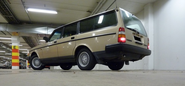 Picture of 1992 Volvo 240