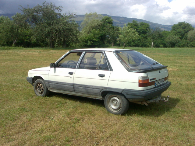 Picture of 1985 Renault 11