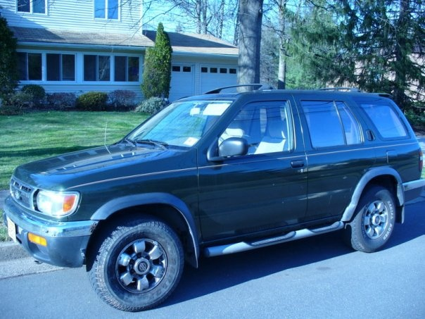 Picture of 1996 Nissan Pathfinder 4 Dr LE 4WD SUV