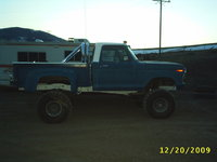 1979 Ford F-150, this is my baby, a 79 f150 stepside, 9'' of suspension in the front, 11'' in the rear and a 3.5'' body lift' 460 motor oh yeah!...