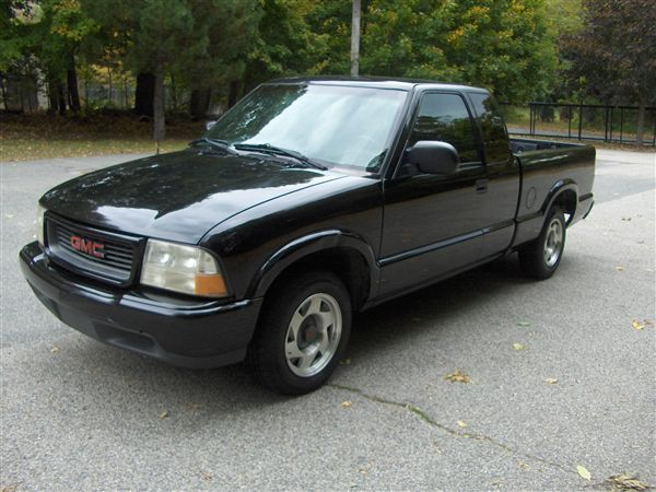 2000 GMC Sonoma SLS Reg Cab Long Bed 2WD picture