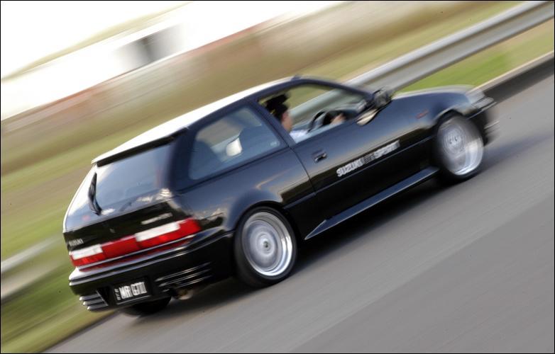 01 Suzuki Swift= EXCELLENT Images