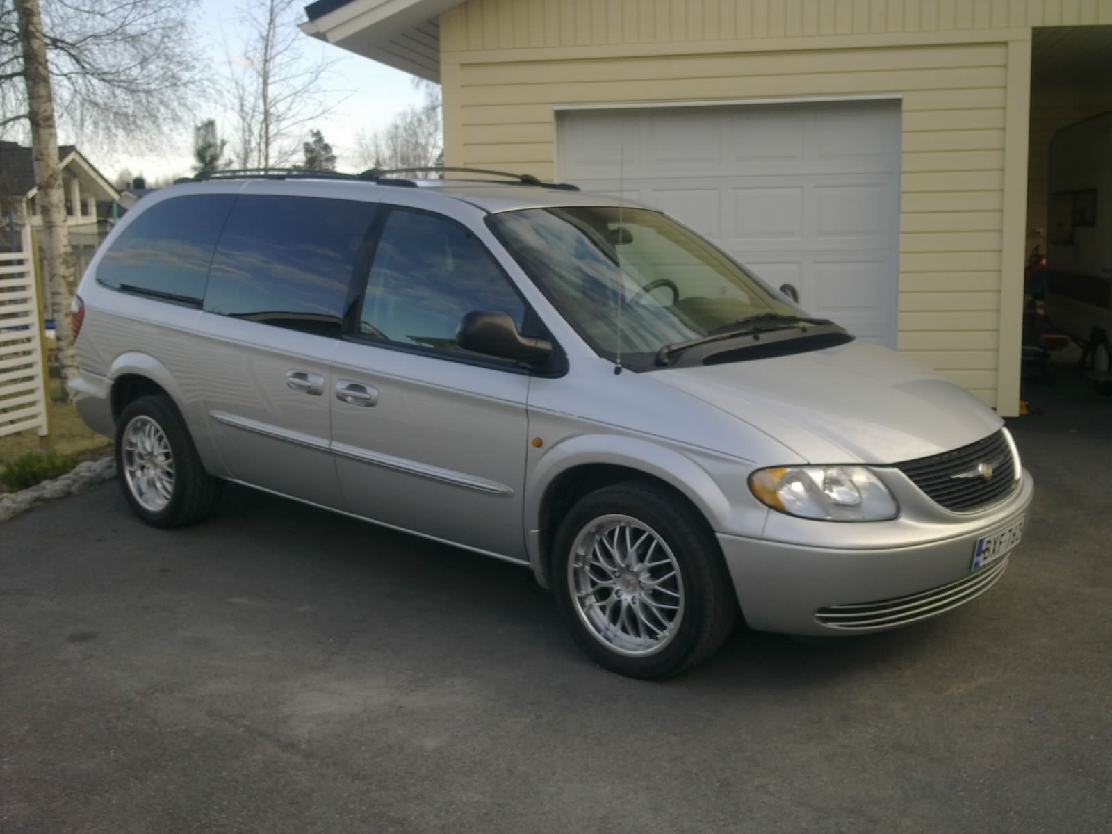 2003 chrysler town country overview cargurus. Black Bedroom Furniture Sets. Home Design Ideas
