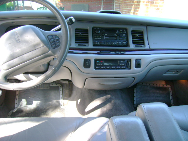 2000+lincoln+town+car+interior
