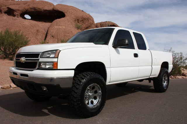 2005 Chevrolet Silverado 1500 LT Ext Cab Short Bed 2WD, not the one i drove but a similar one, exterior