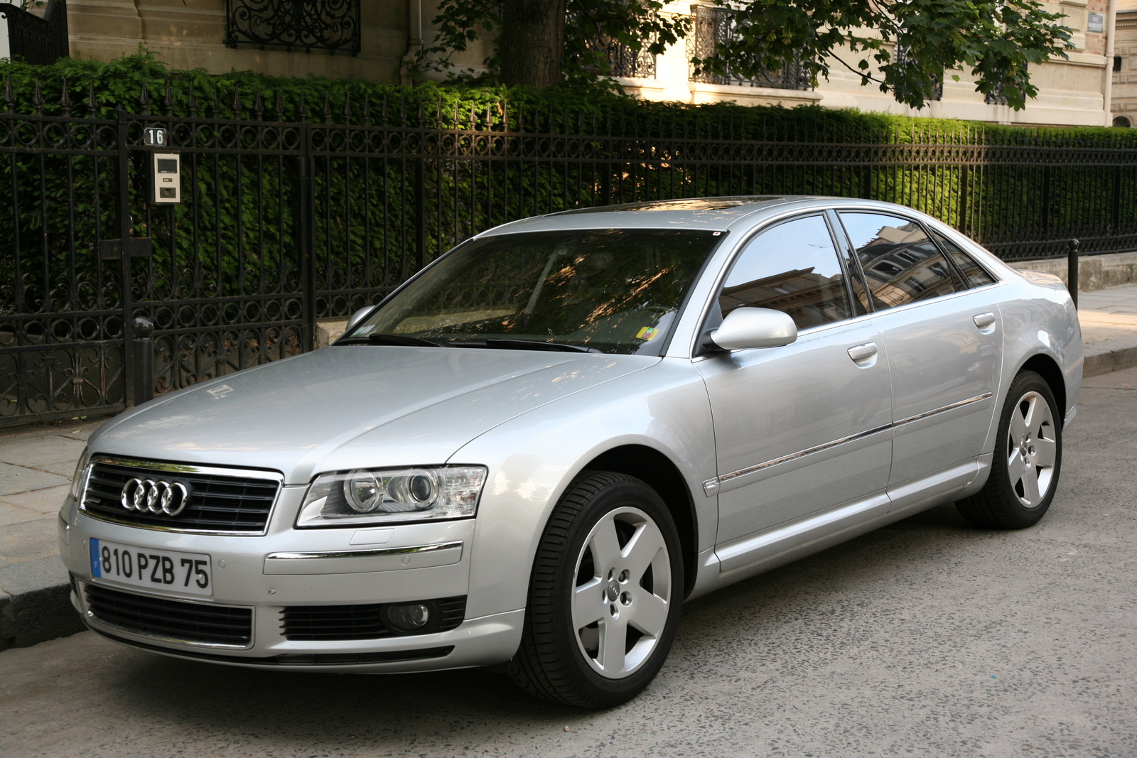 2004 Audi A8 4 Dr L quattro AWD Sedan picture