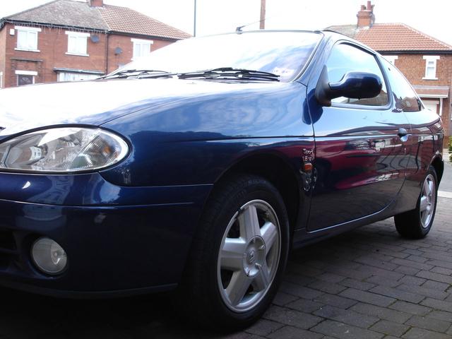 2000 Renault Megane, in street, exterior