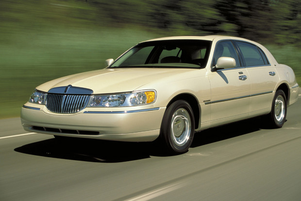 2002 Lincoln Town Car, Front Left Quarter View, manufacturer, exterior