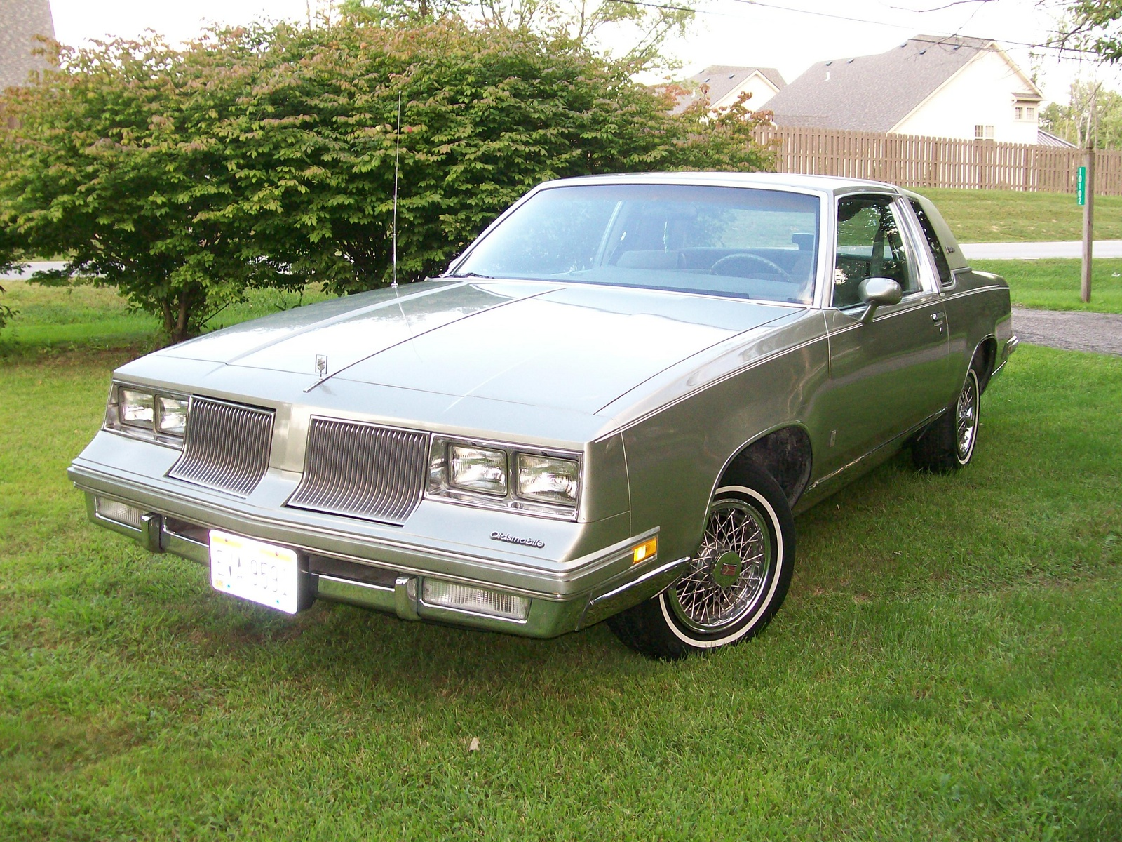 1986 oldsmobile cutlass supreme mine was brown with tan vinyl top cars i have owned pinterest oldsmobile cutlass low rider and cars