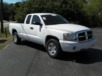 2006 Dodge Dakota SLT 2dr Club Cab SB, my pops but he is giving it to me, exterior