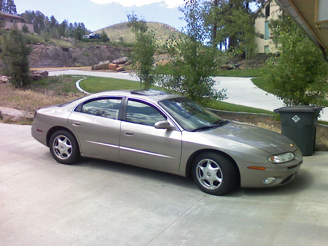 2001 oldsmobile aurora 4 dr 4 0 sedan picture, exterior