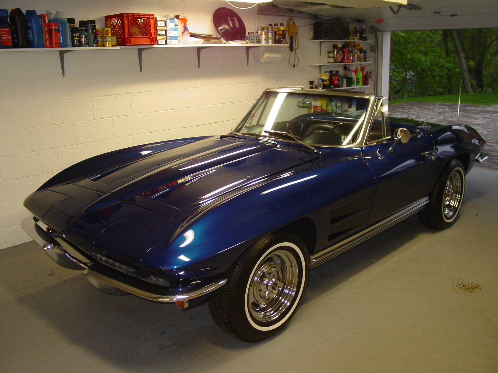 1964 Chevrolet Corvette Convertible Roadster, 1964 Corvette 350/350 - muncie 4spd - MSD Dist. & ignition - paint is Corvette 2002/3 Electron Blue, exterior
