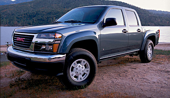 Front, driver's-side view of the 2007 GMC Canyon crew cab.