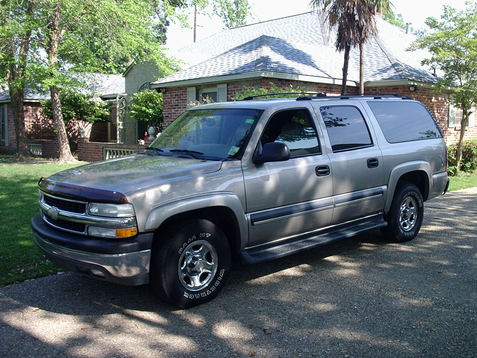 Chevrolet suburban 1500 photo gallery