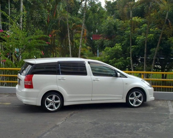 Picture of 2004 Toyota Wish