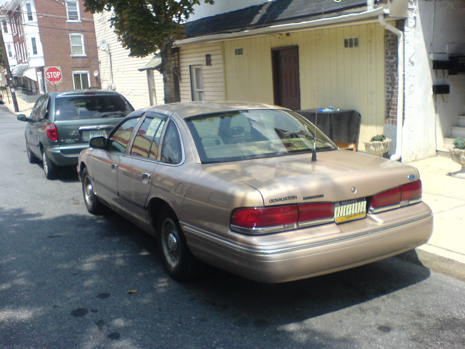 1995 Ford Crown Victoria 4 Dr STD Sedan picture, exterior
