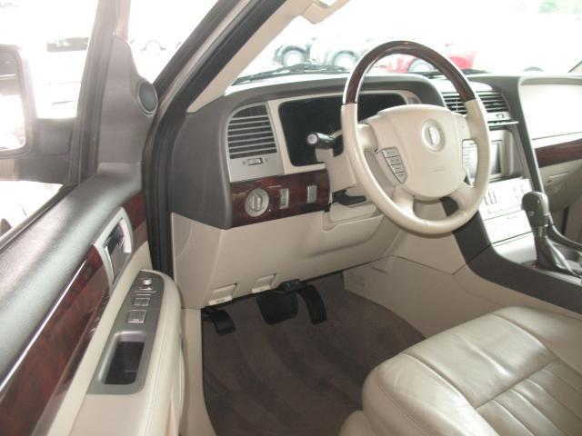 auto entertaintment and lifestyle lincoln navigator 2004 2004 Lincoln Navigator Interior Color