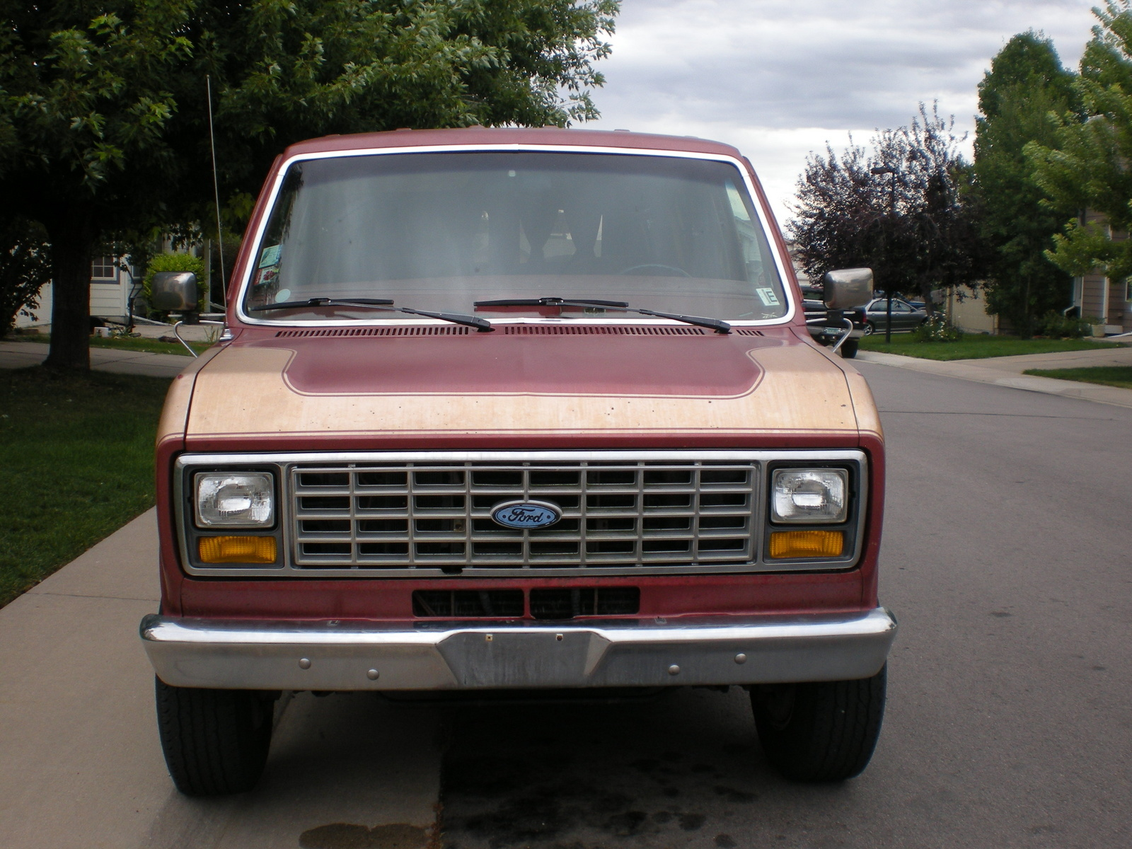 1990 Ford E-350 - Overview