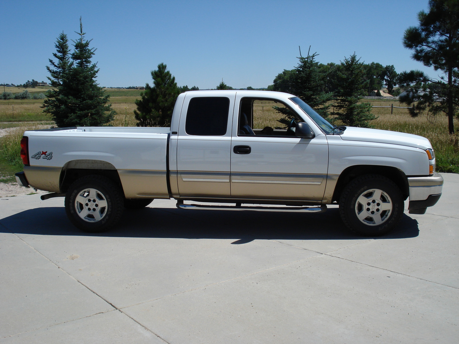 2006 chevrolet avalanche 1500 crew cab pickup photos autos post. Black Bedroom Furniture Sets. Home Design Ideas