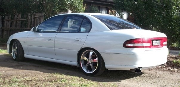 2000 Holden Commodore, removed all the grey trim and painted the skirts and front and rear bars...cant wait for the bodykit!, exterior, gallery_worthy
