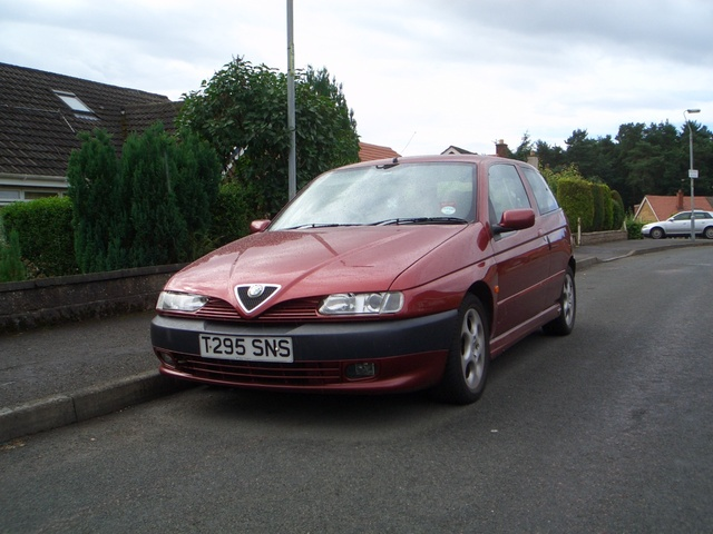 Picture of 1999 Alfa Romeo 145