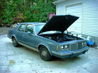 Picture of 1986 Pontiac Bonneville, exterior, engine