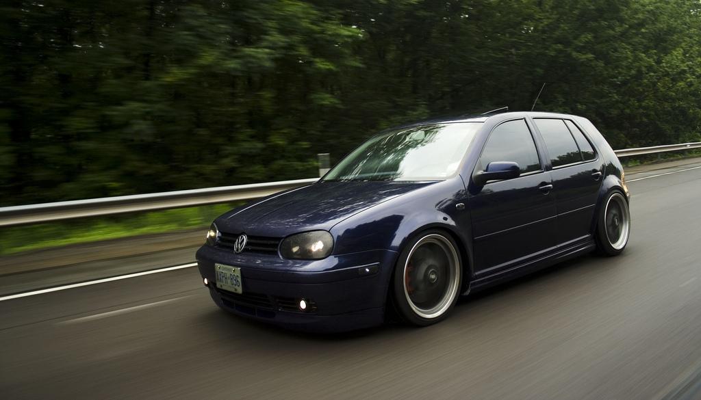 Mobil Mobilan Volkswagen Golf 2001