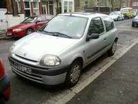 2000 Renault Clio Overview