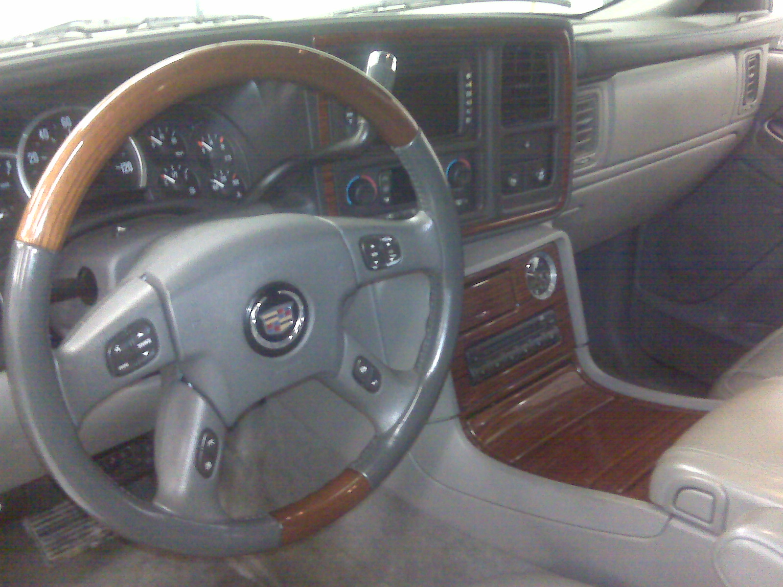2004 Cadillac Escalade Inside Images & Pictures - Becuo