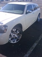 2005 Dodge Magnum SXT, my car onn 22s, exterior
