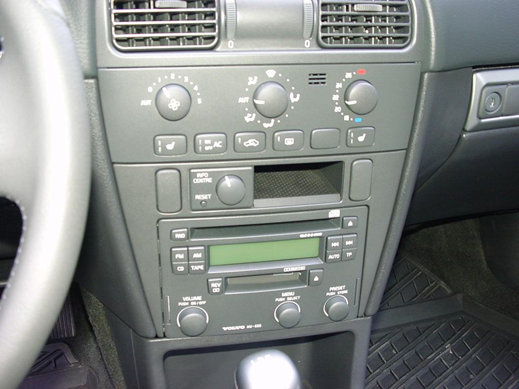 Picture of 2004 volvo v40 4 dr turbo wagon interior for Interior volvo v40