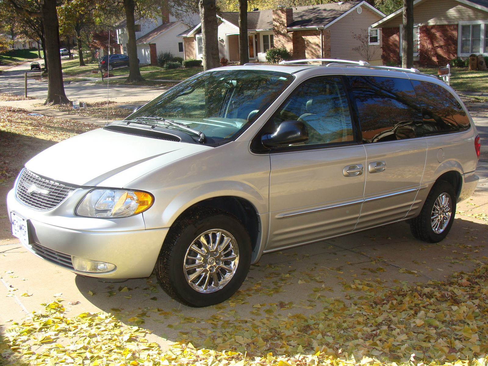 picture of 2003 chrysler town country limited exterior. Cars Review. Best American Auto & Cars Review