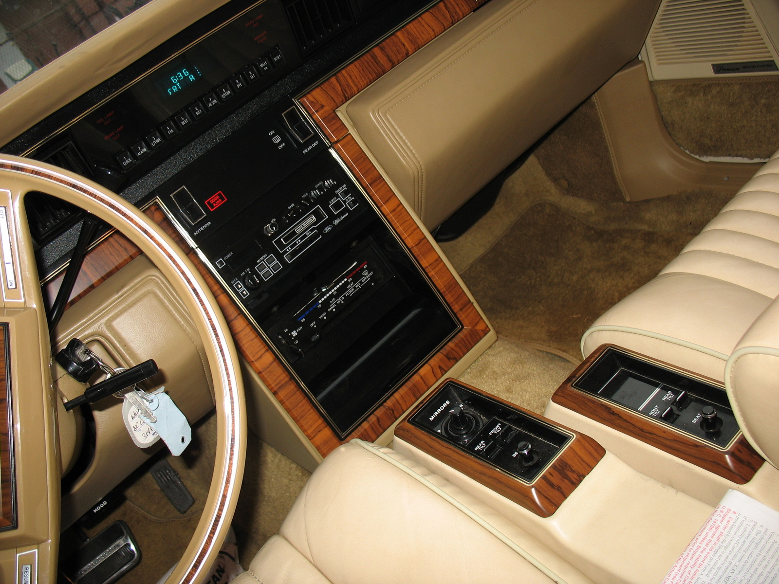 picture of 1982 lincoln continental interior. Black Bedroom Furniture Sets. Home Design Ideas