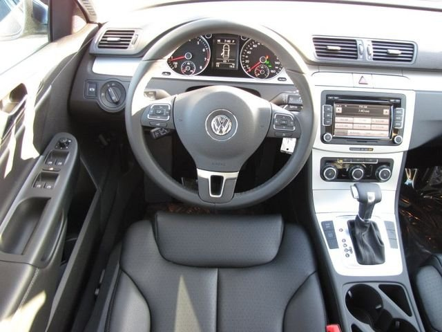 Picture of 2010 Volkswagen Passat Komfort PZEV, interior, gallery_worthy