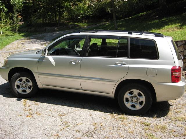 Toyota Хайлендер 2003 2 4