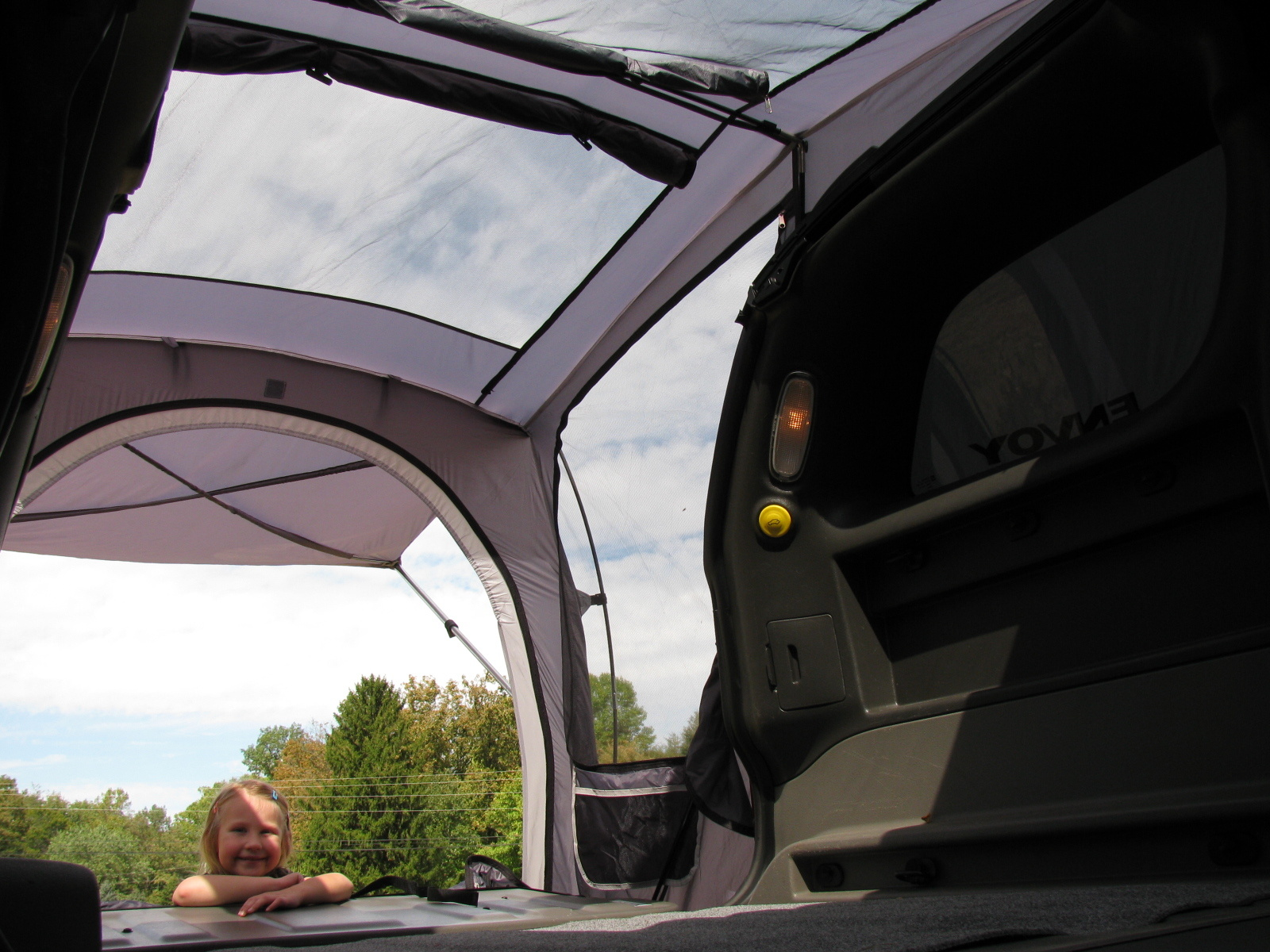 Pic X on 2004 Gmc Envoy Xuv Tent