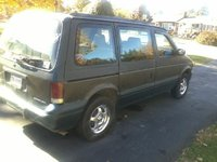 1994 Dodge Caravan 3 Dr LE Passenger Van, just thought it looked good so i took a pic, exterior